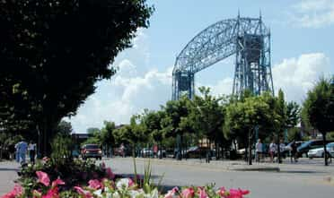 the Canal park and its popular spot Duluth's Aerial Life Bridge near Park Point Marina Inn