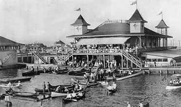 Park Point Marina Inn in the old times with many tourists and rowboats in the black-and-white photo